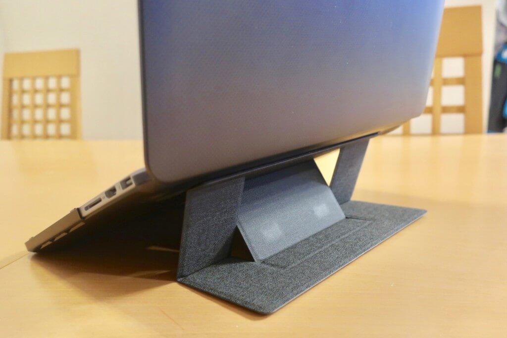 超薄型!折りたたみ式ノートパソコンスタンドが便利過ぎる!