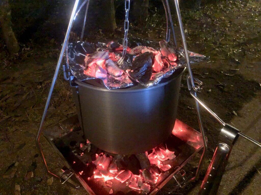 これでダッチオーブンもスモーカーも不要!キャンプの万能鍋