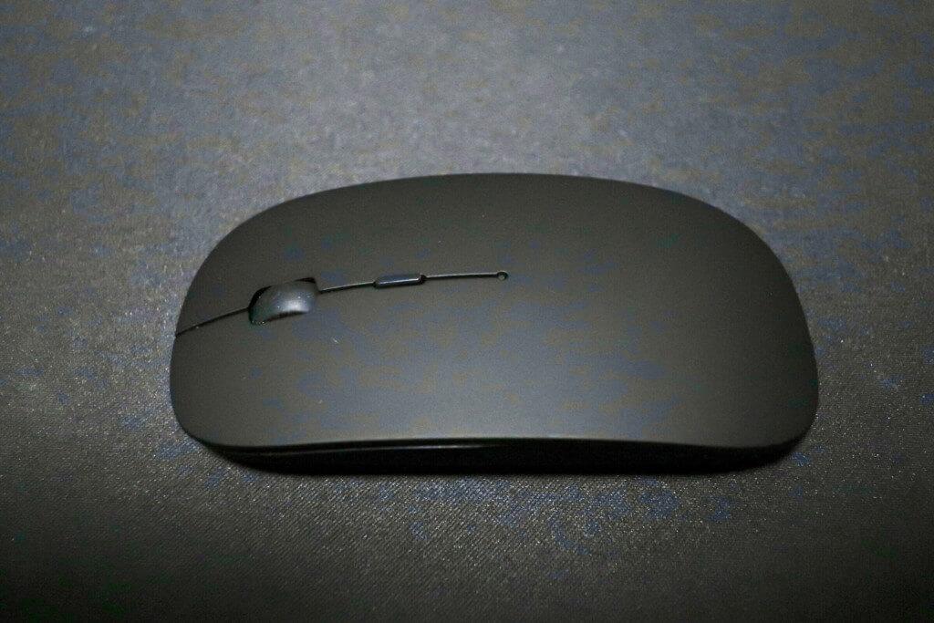 Amazonで購入した超薄型充電式ワイヤレスマウス